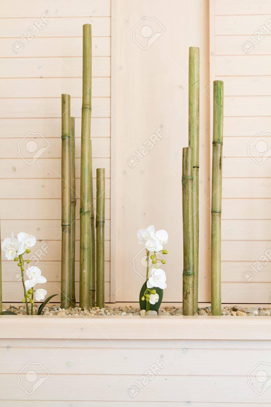 Fleurs D'orchidées à La Décoration En Bambou Banque D'Images Et on