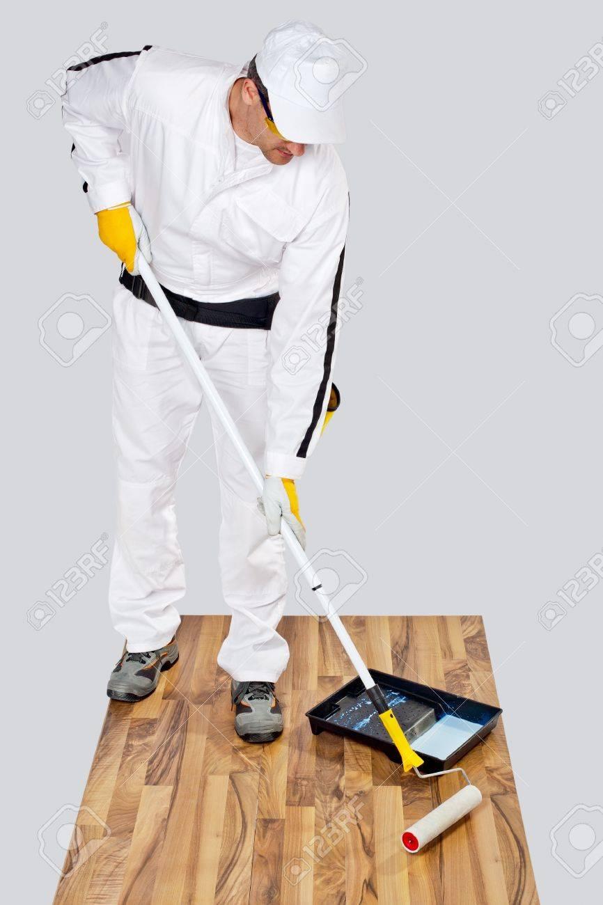 banque dimages peinture travailleur avec plancher en bois dapprt pour limpermabilisation