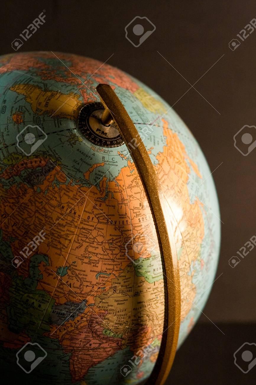 Tischplatte Globus In Einem Buro Lizenzfreie Fotos Bilder Und Stock