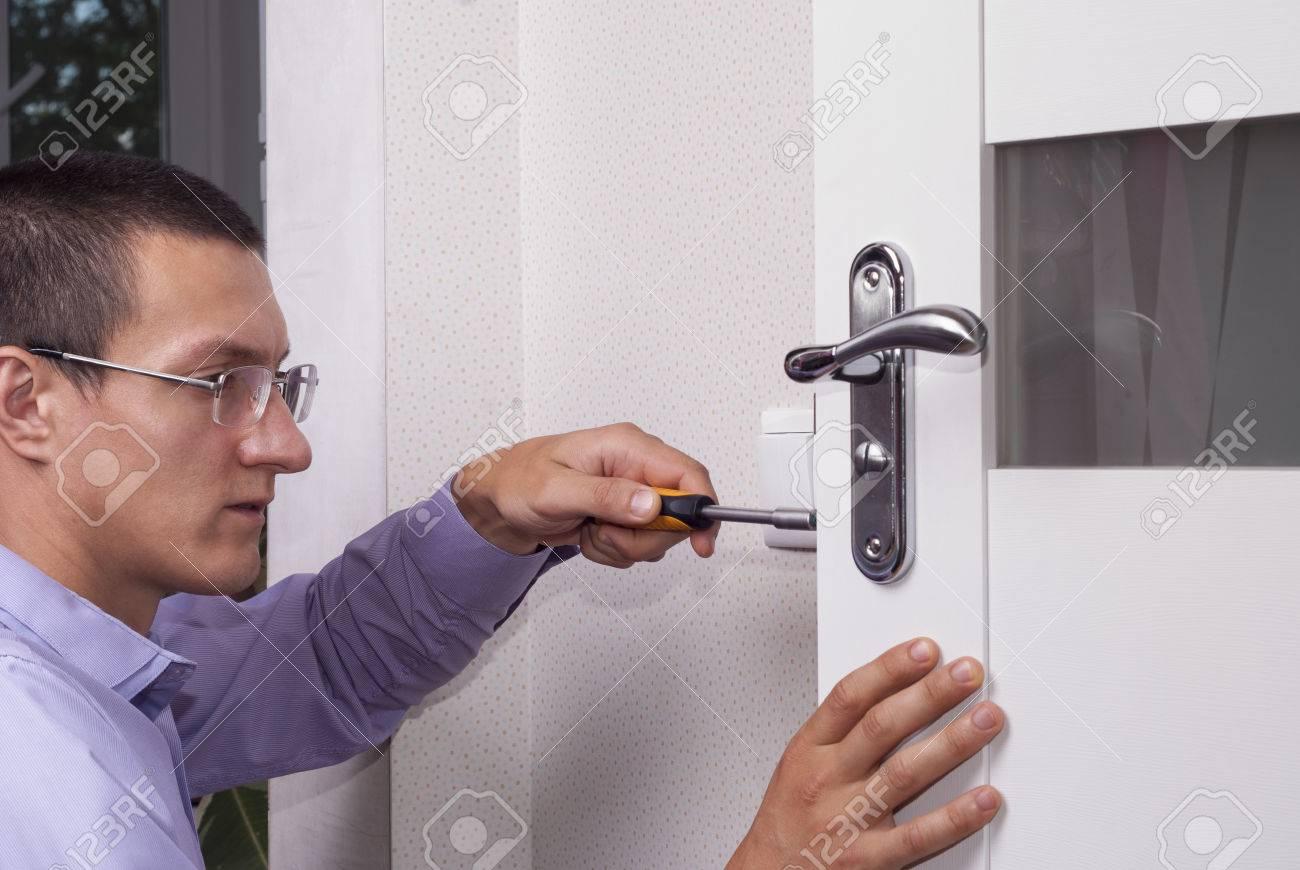 handyman repair the door lock in the room Stock Photo - 81200916  sc 1 st  123RF.com & Handyman Repair The Door Lock In The Room Stock Photo Picture And ...