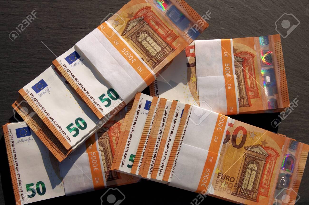 Cash in banknotes, 50 euro banknotes bundled for cash payment - 150008549