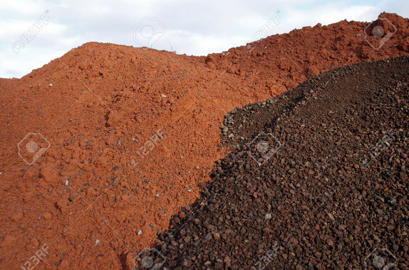 red sand for the tennis court - 159575964