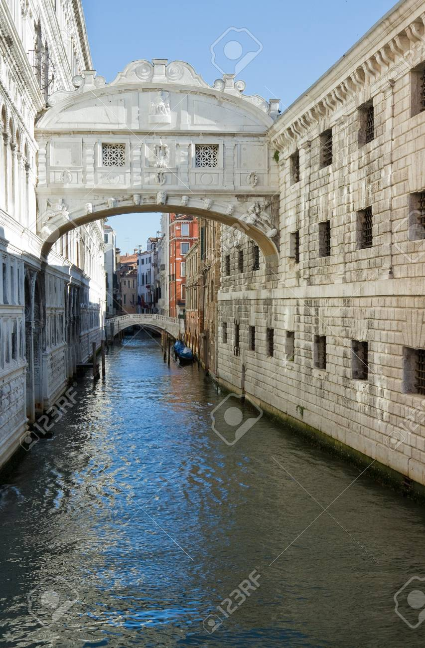 Famous Bridge of sighs in Venice. Stock Photo - 17315106