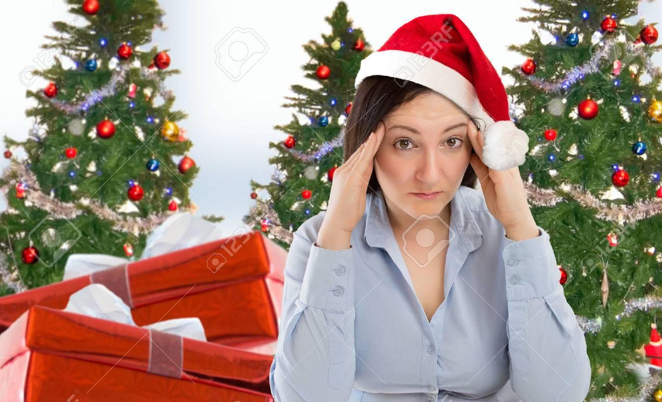 Betonte Frau Einkaufsmöglichkeiten Für Geschenke An Weihnachten Mit ...