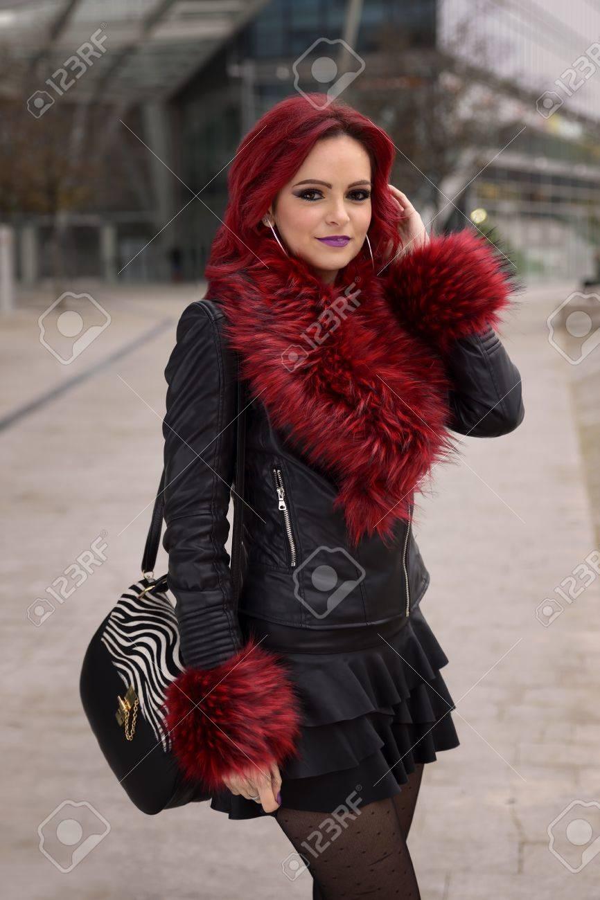 Foto de archivo - Retrato de una chica con el pelo rojo 9cea67667ec94