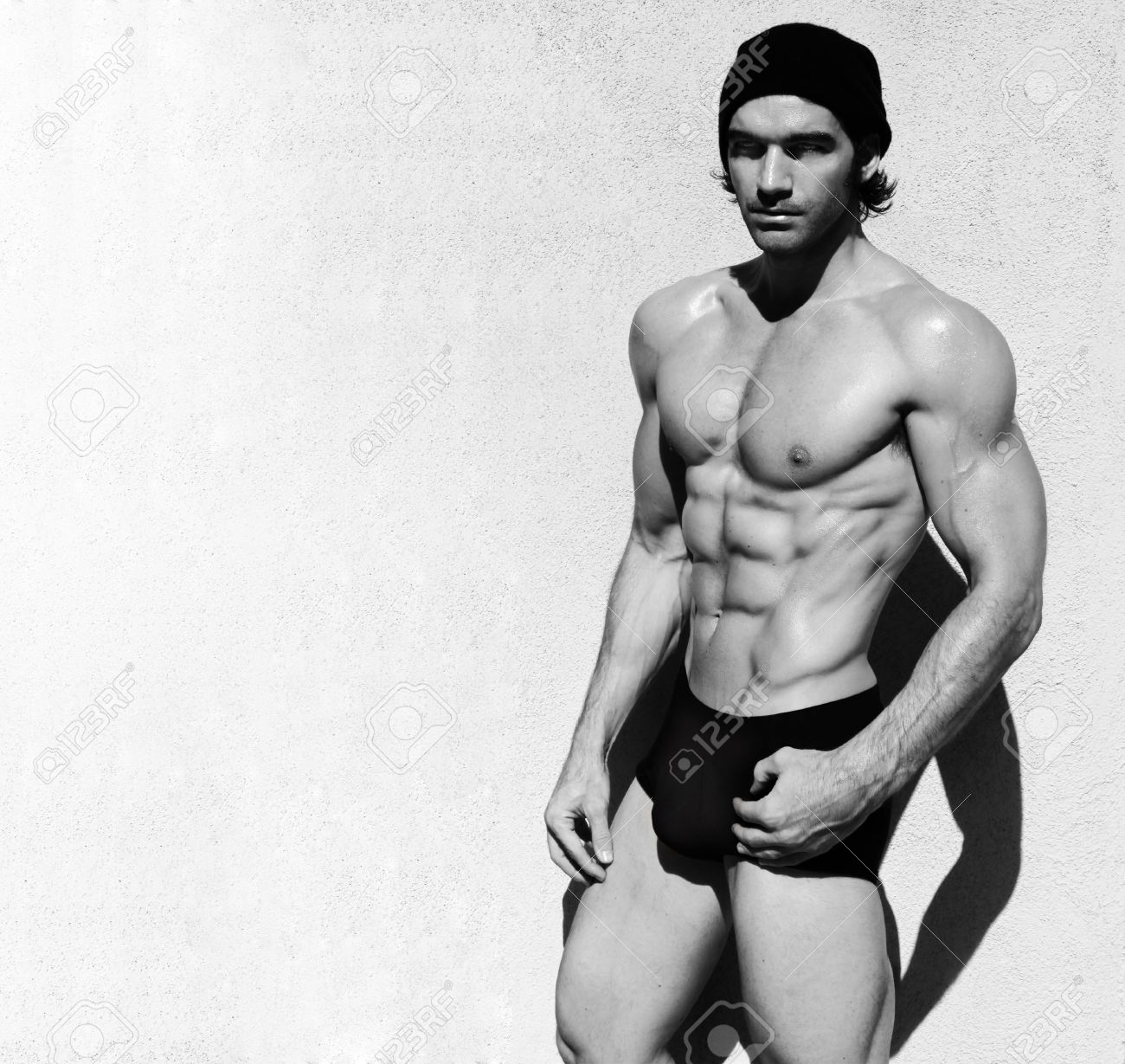 Sexy fine art black and white portrait of a very muscular shirtless male model Stock Photo - 9789931