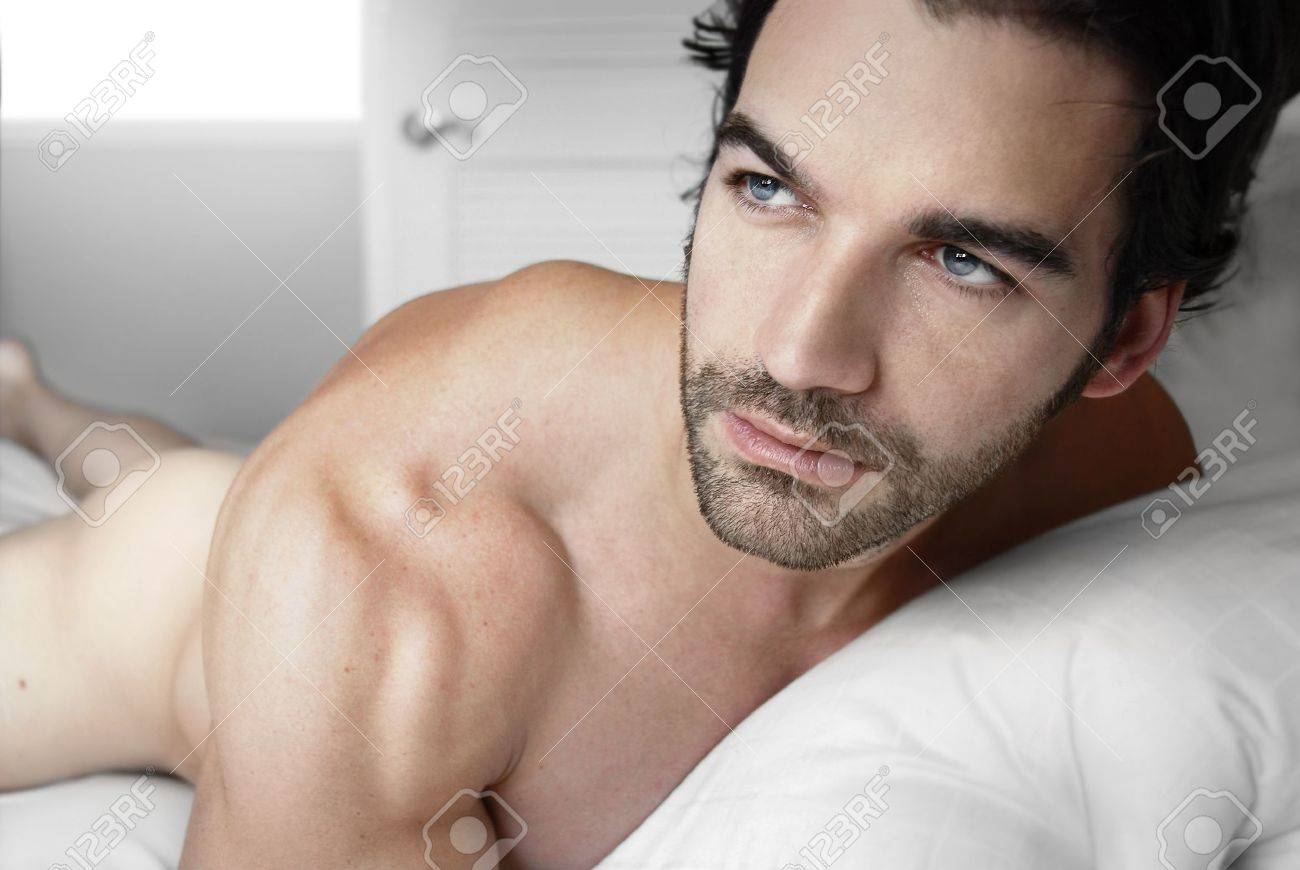 Sexy nude male model in bed alone Stock Photo - 10089968