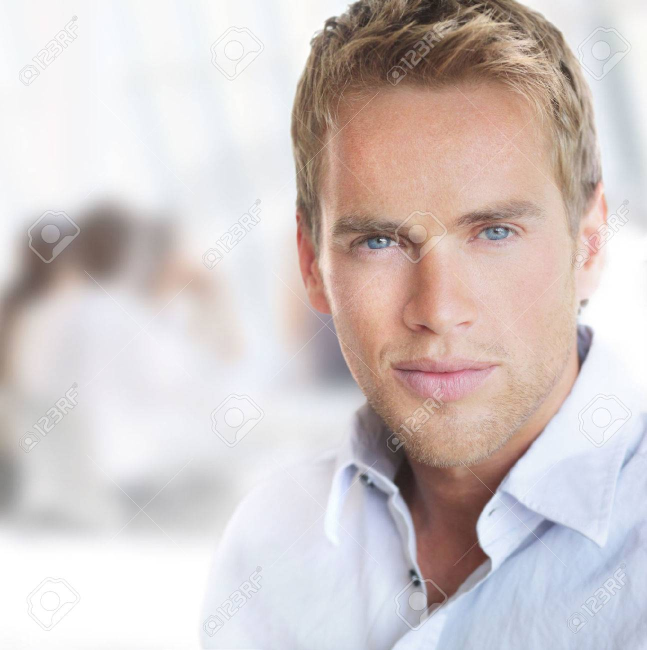 Bright portrait of a young good-looking successful businessman in office setting Banque d'images - 25087959