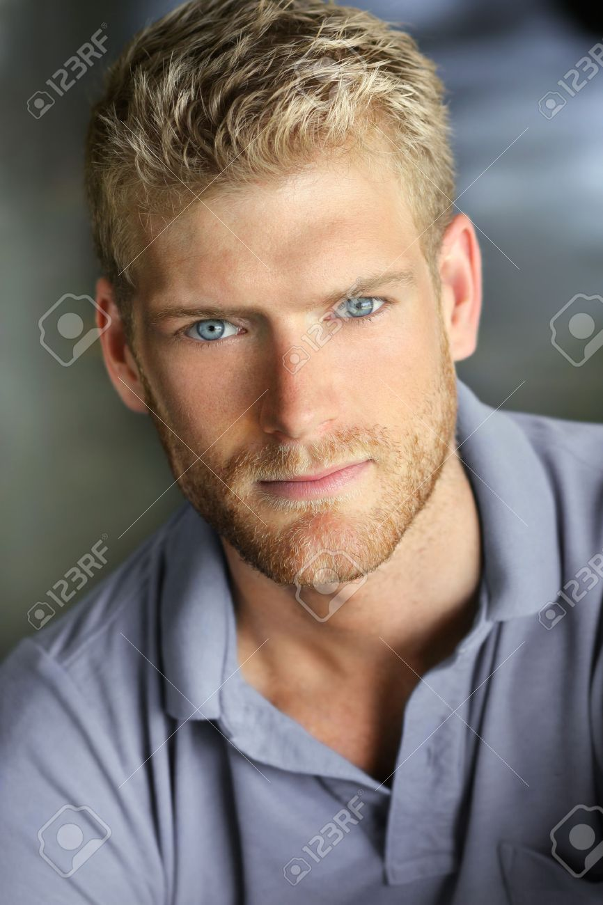 Portrait d'un jeune homme de race blanche beau sourire Banque d'images - 25320690