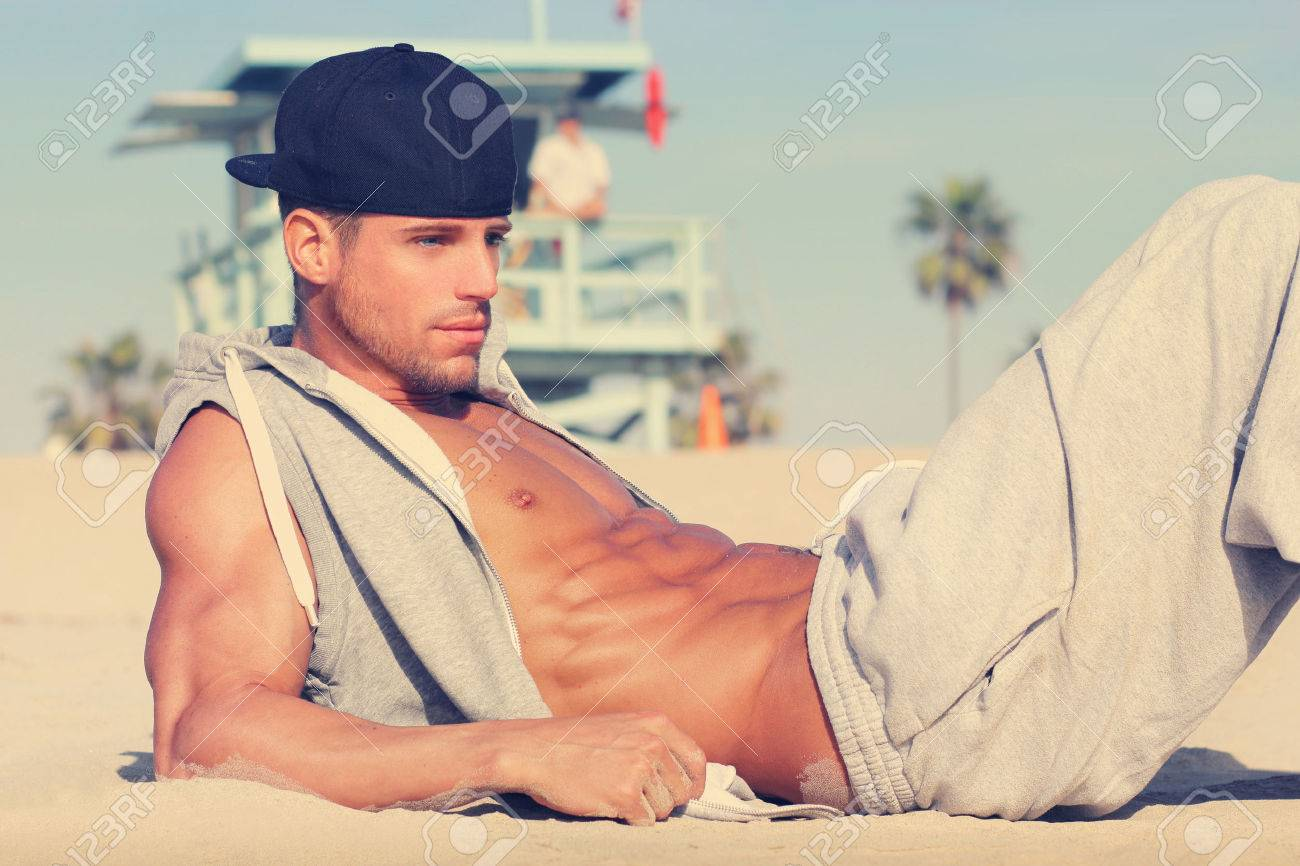 Hot young guy at the beach with very subtle retro toning Banque d'images - 26549377