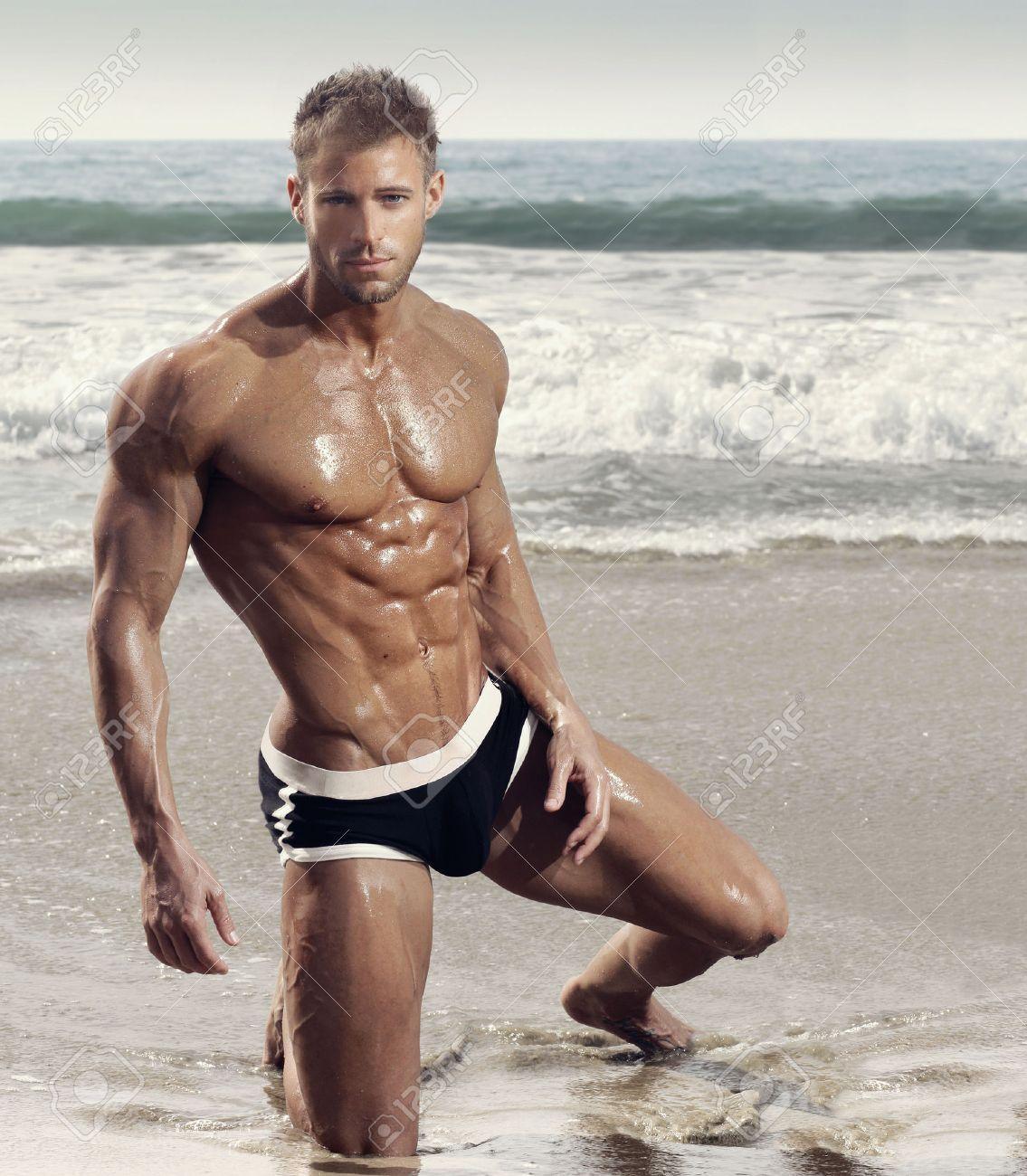 фитнес мужчины фото пляжный
