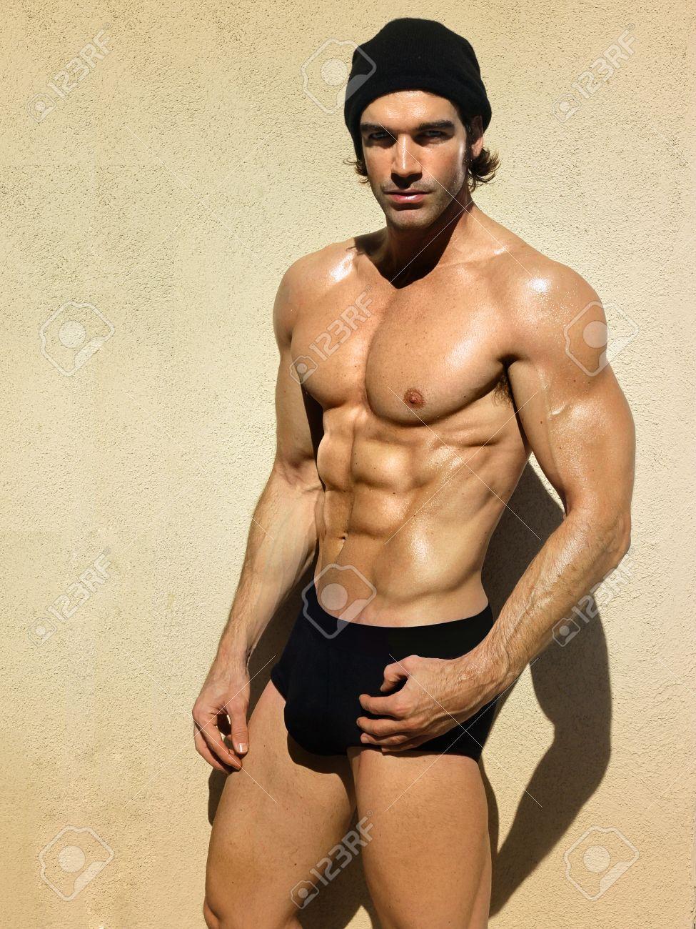 Homme musclé beau sportif et en bonne santé Banque d'images - 31522838