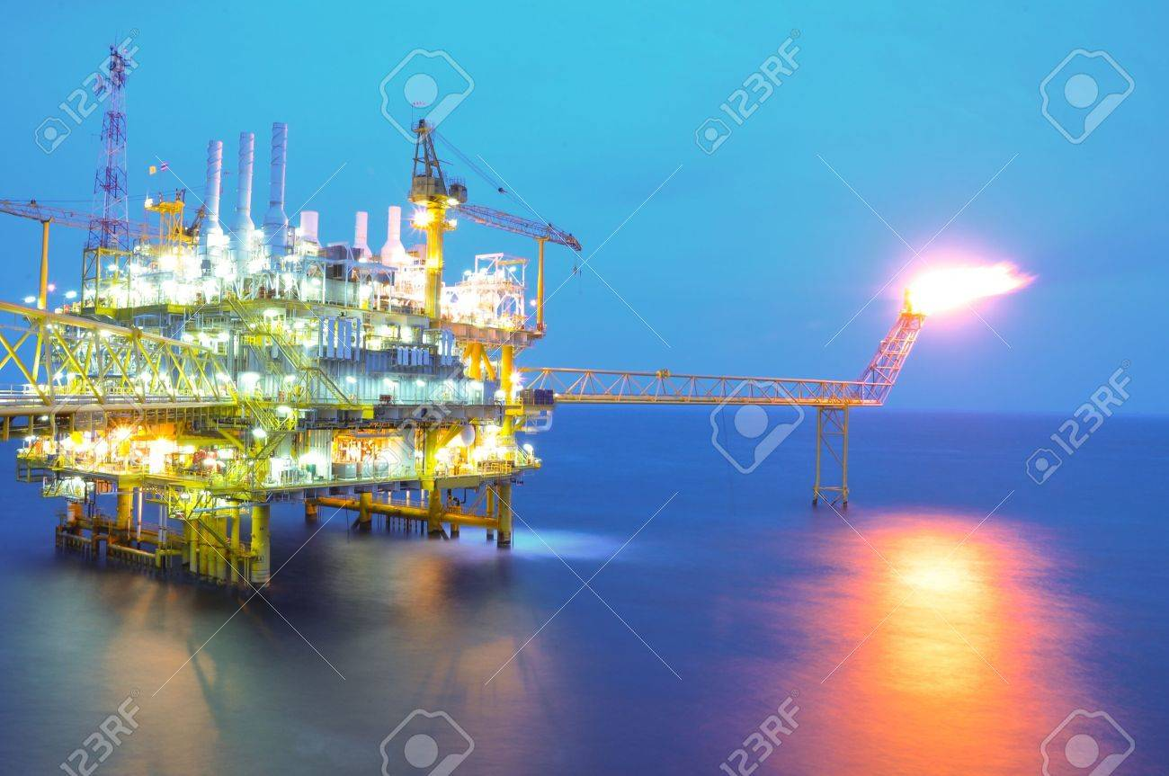 Oil and rig Stock Photo - 21642777