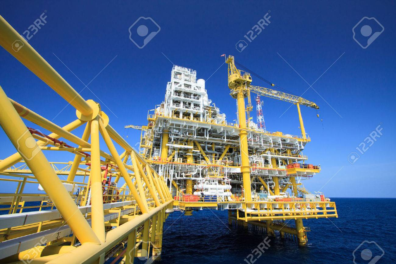 Oil and gas platform in offshore industry, Production process in petroleum industry, Construction plant of oil and gas industry  heavy work Stock Photo - 30464877