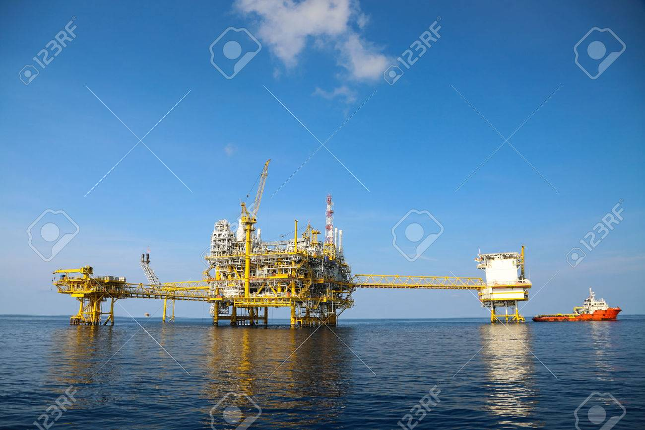 Offshore oil and gas production and exploration business. Production oil and gas plant and main construction platform in the sea. Energy business. Stock Photo - 39031065