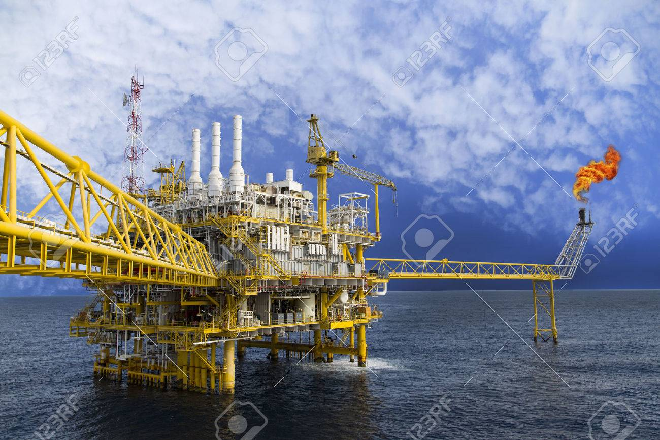 Oil and gas platform or Construction platform in the gulf or the sea, Production process for oil and gas industry. Stock Photo - 43909668