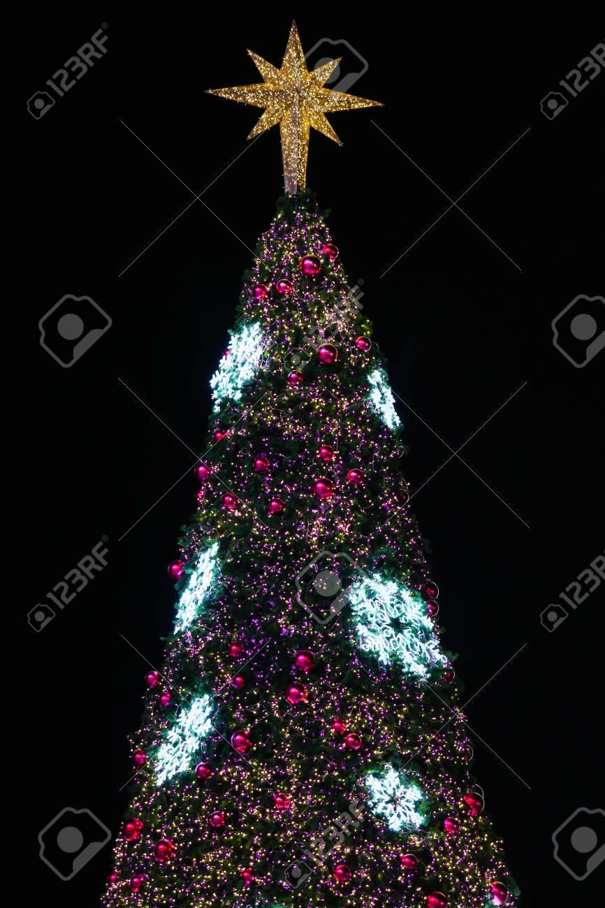 787110360a0 Decoraciones De Navidad O árbol De Luz De La Navidad Se Preparan Para  Celebrar El Día