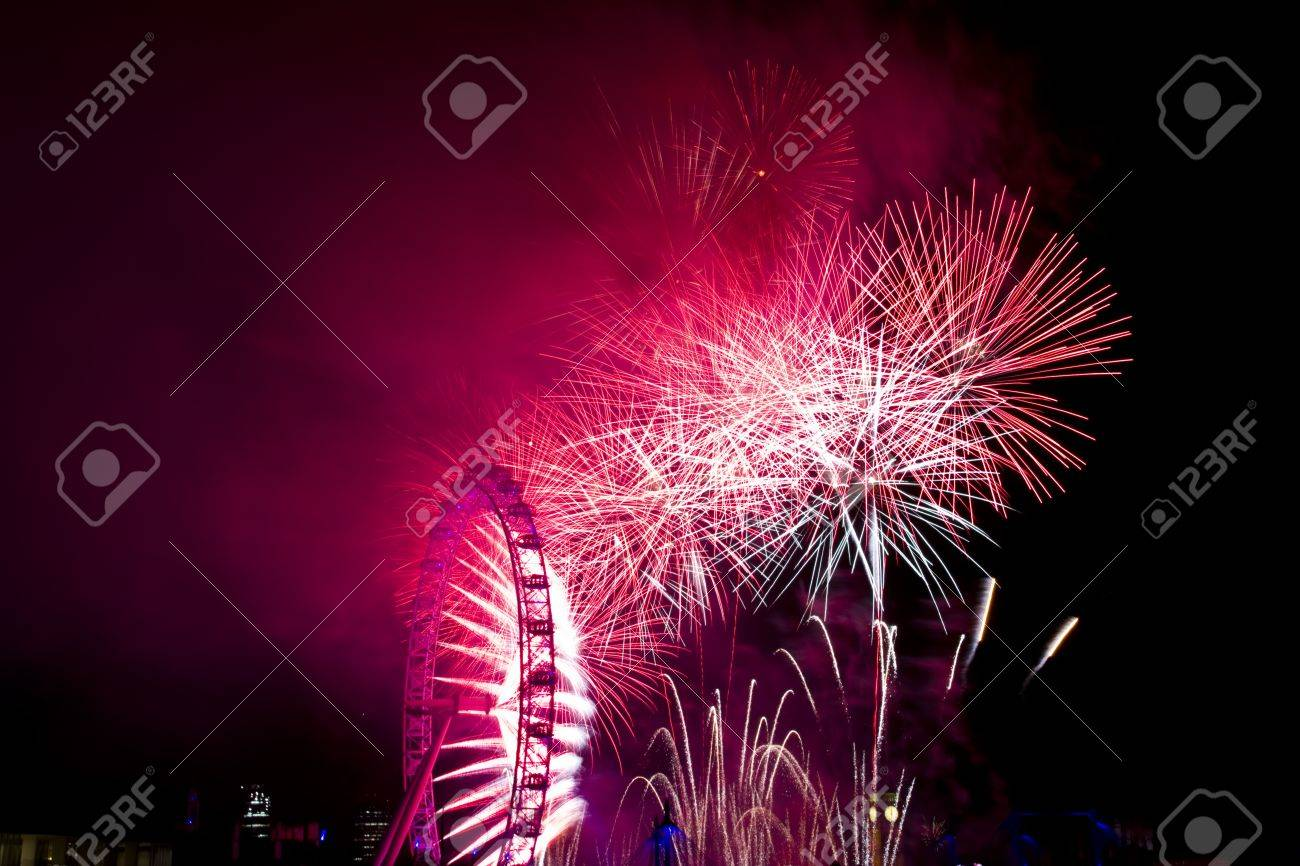 Fireworks on New Years Eve in LondonFeuerwerk an Silvester in London Stock Photo - 17175876