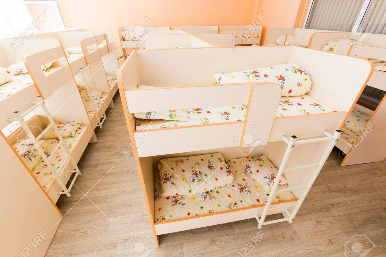 Etagenbett Kinder Treppe : Kinderzimmer für zwei kinder mit kompakten etagenbetten einrichten