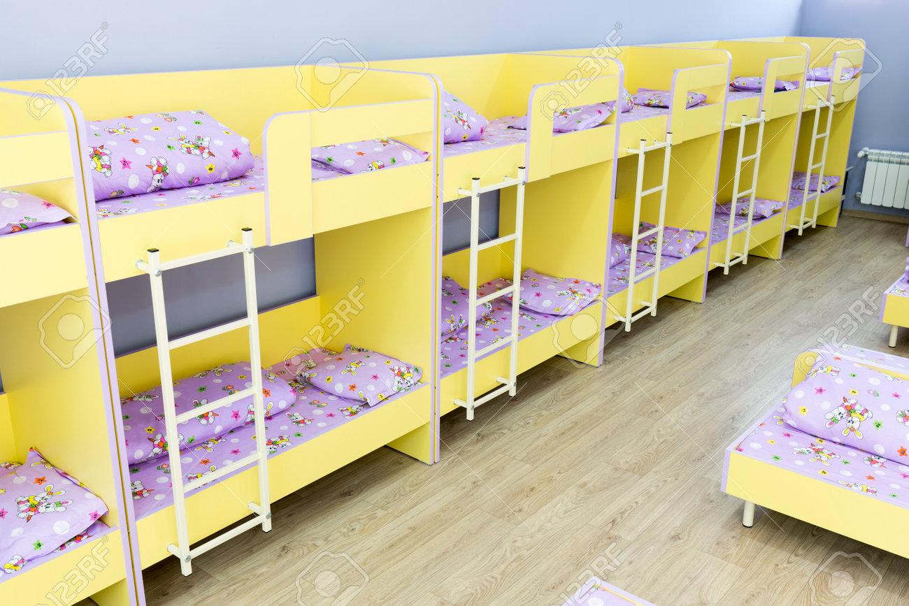 Moderne Kindergarten Schlafzimmer Mit Etagenbett Mit Treppe Für ... | {Kinder schlafzimmer 41}
