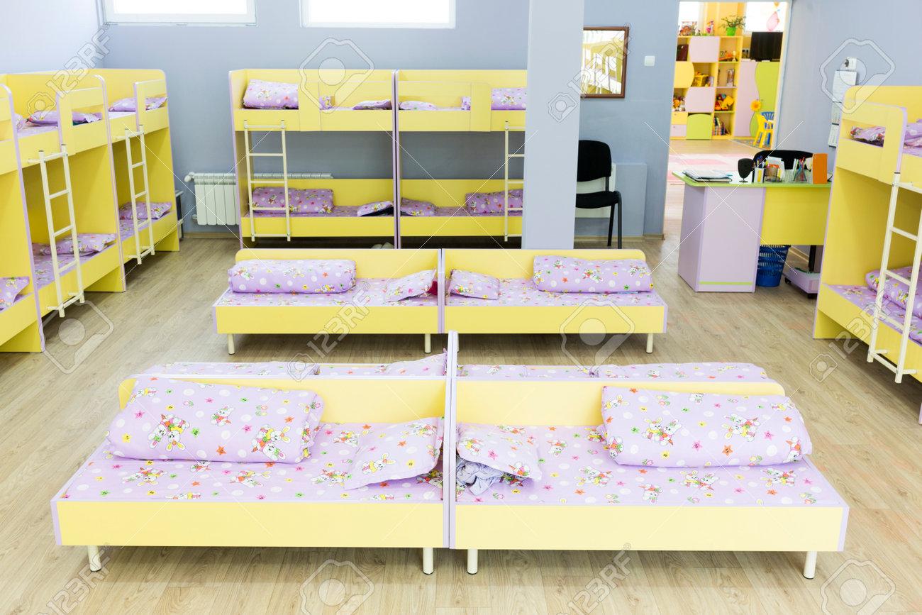 Kinder Etagenbett Mit Treppe : Moderne kindergarten schlafzimmer mit etagenbett treppe für