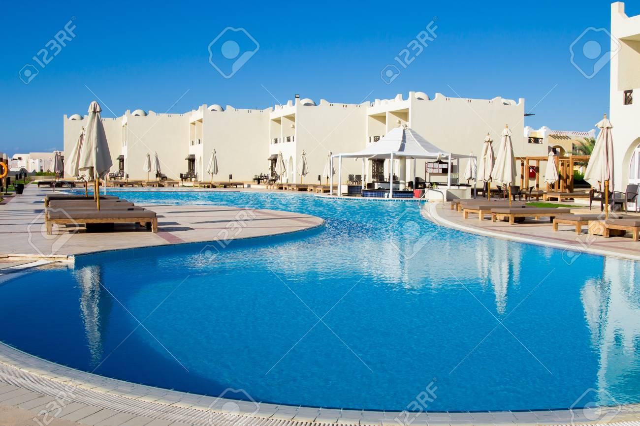 Hotel facade in Reef Oasis Beach Resort 5 with a luxurious swimming..
