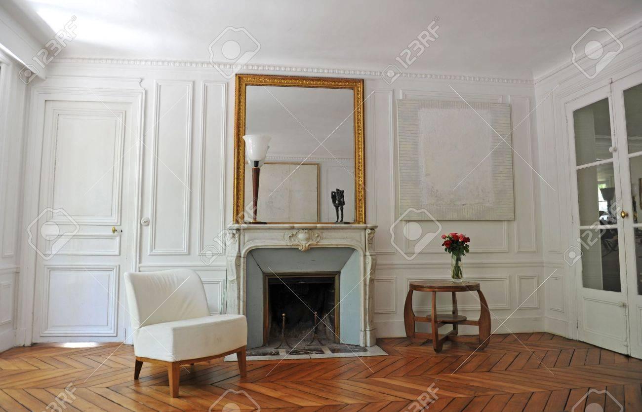klassische wohnzimmer in einer alten wohnung in paris lizenzfreie, Wohnzimmer