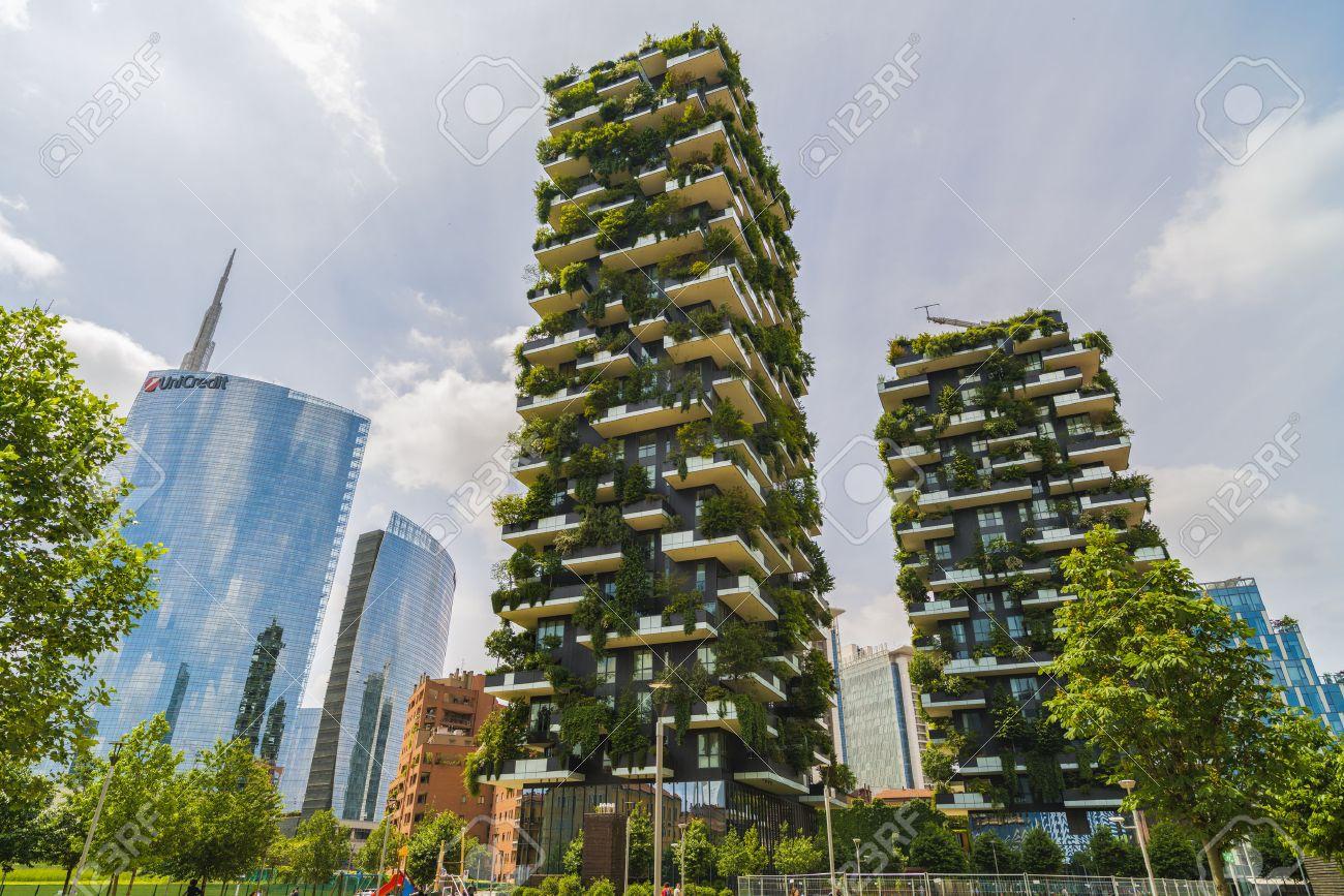 Foto Bosco Verticale Milano milan, italy - may 28, 2017: bosco verticale (vertical forest)..