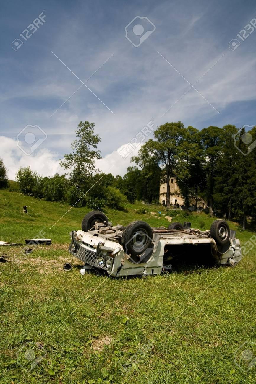 Crash car wreck on the grass Stock Photo - 13341660