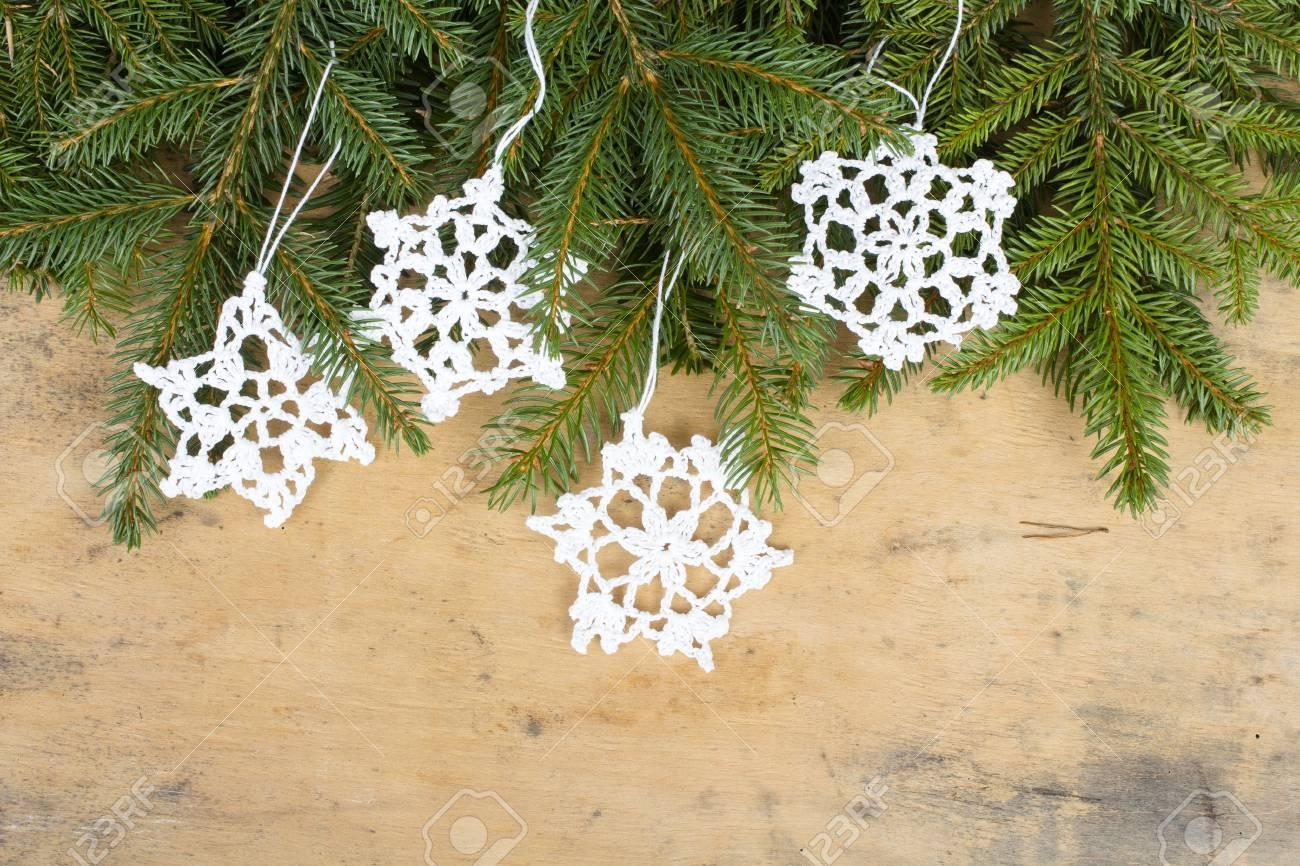 Fond De Noël Avec Des Branches De Sapin étoiles Et Crochet