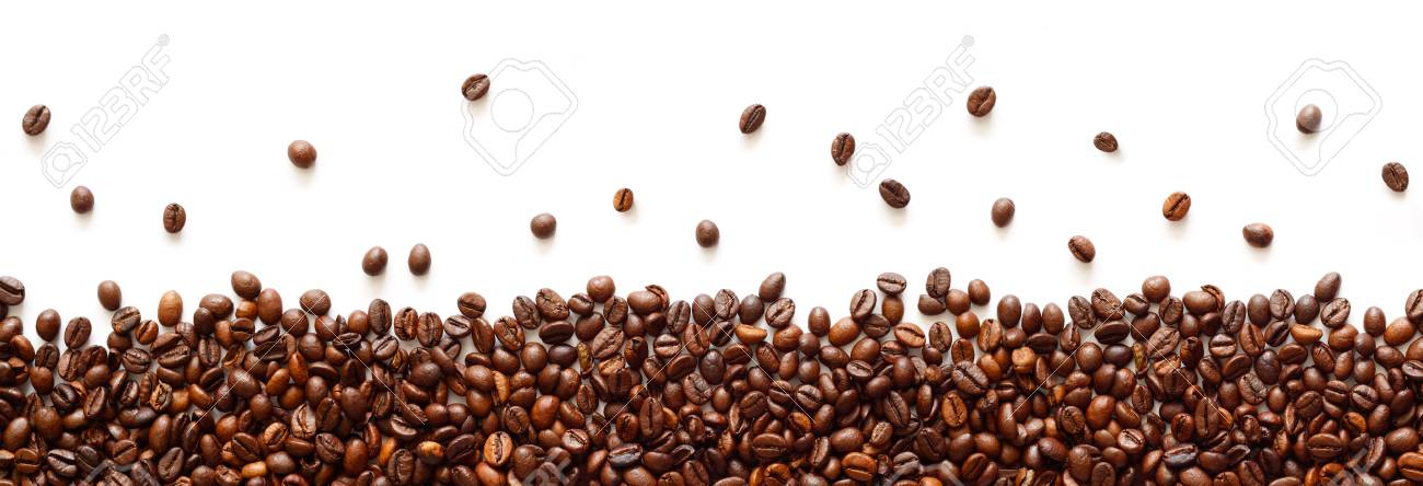 Panoramic coffee beans border isolated on white background with copy space - 122469858