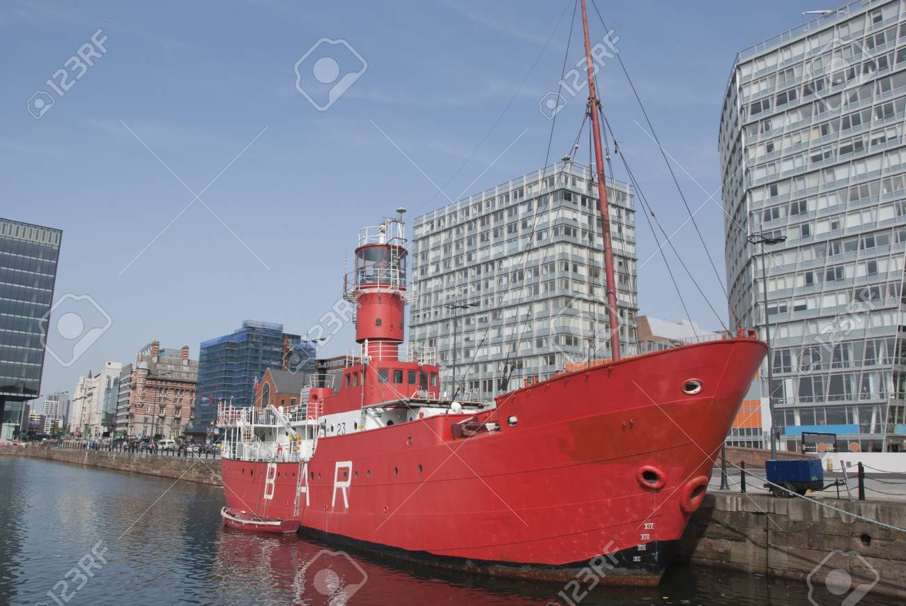 A Red Lighthouse Ship in an English City Dock Stock Photo - 10604362