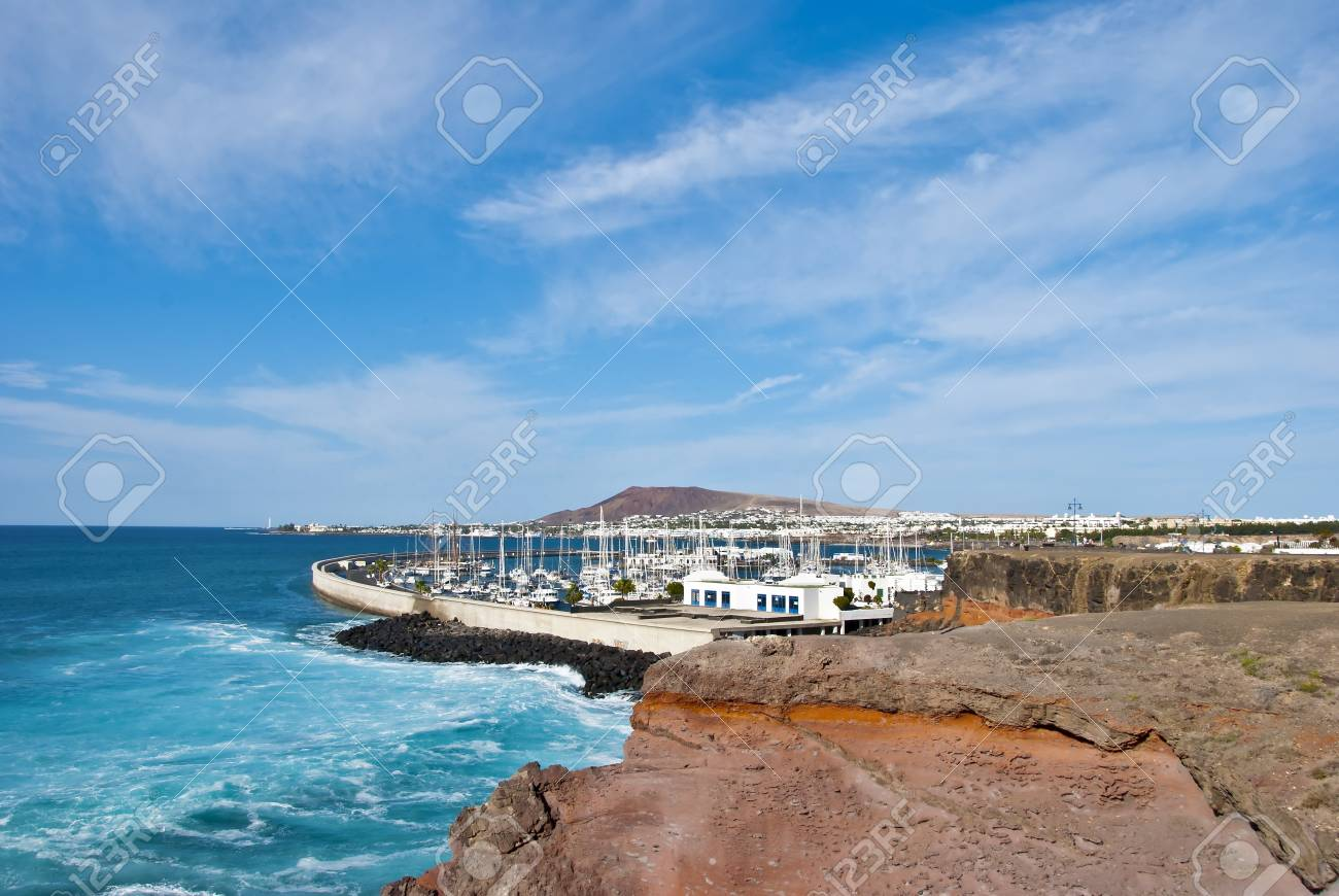 The Atlantic Ocean breaking near Playa Blanca Lanzarote Stock Photo - 17102961