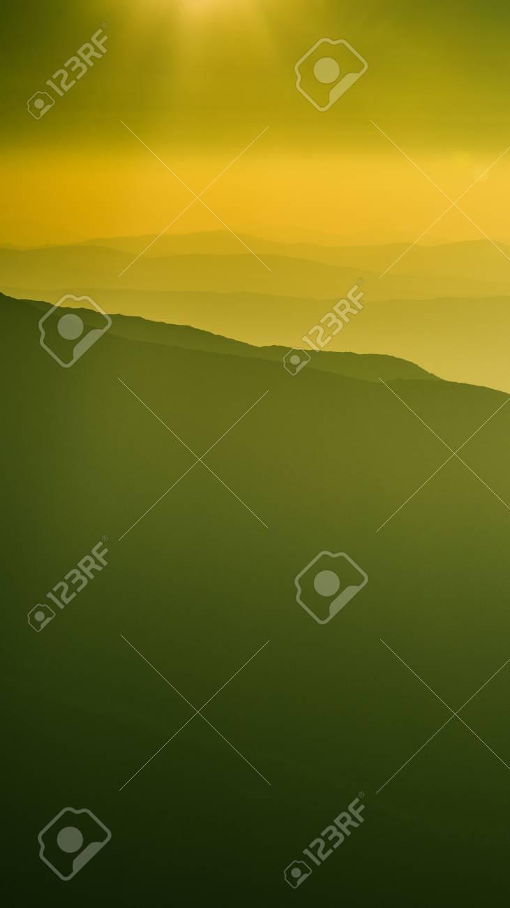 タトリ スロバキアで 感激の山の風景 暖かい緑のトーンの視点で