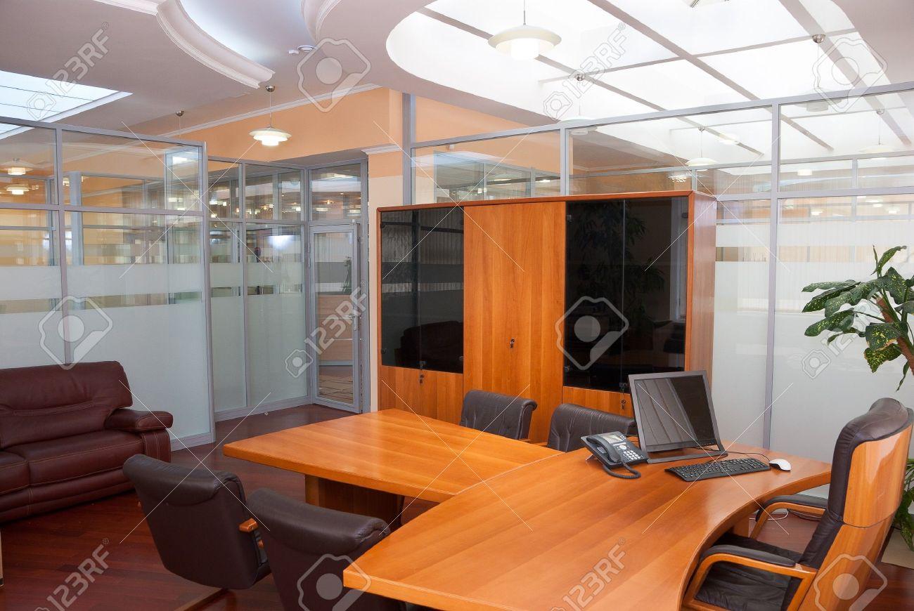 Intérieur moderne de bureau bureau du directeur avec une place