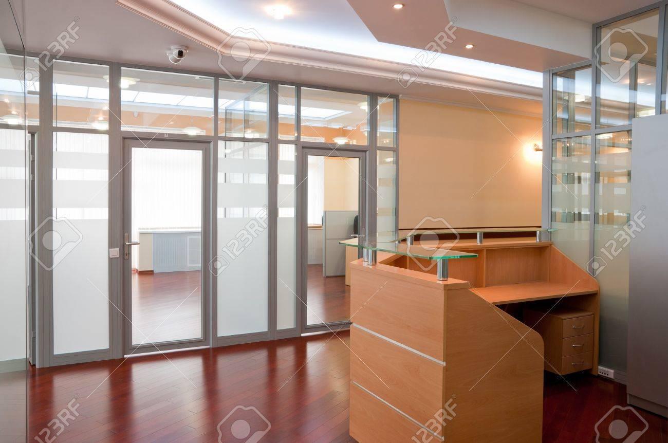 Interior De La Oficina Moderna - Recepción Y Lugares De Trabajo ...