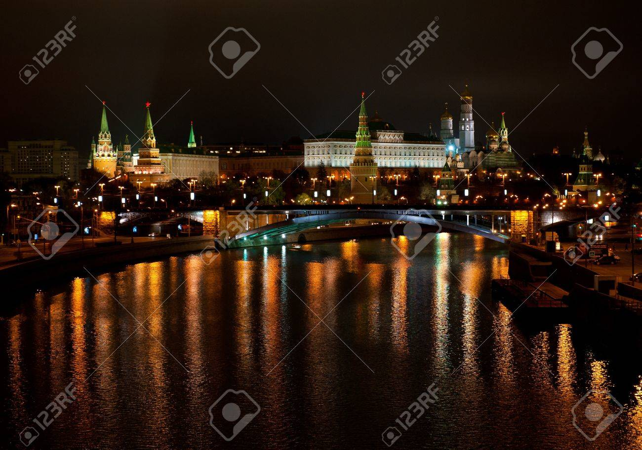 View of the Kremlin from Moscow River bridge at night - 11295346