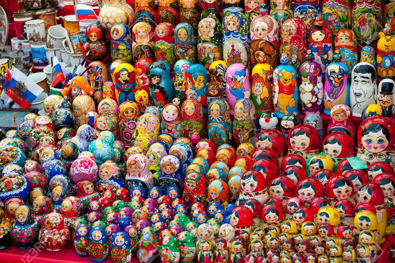 Suveniri 16497059-mosca-26-luglio-selezione-molto-grande-di-matrioske-e-altri-souvenir-russi-al-negozio-di-souvenir-il