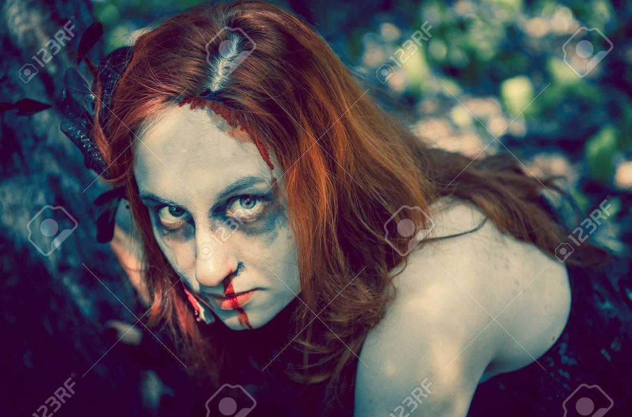 Immagini stock donna zombie ritratto all aperto illuminazione