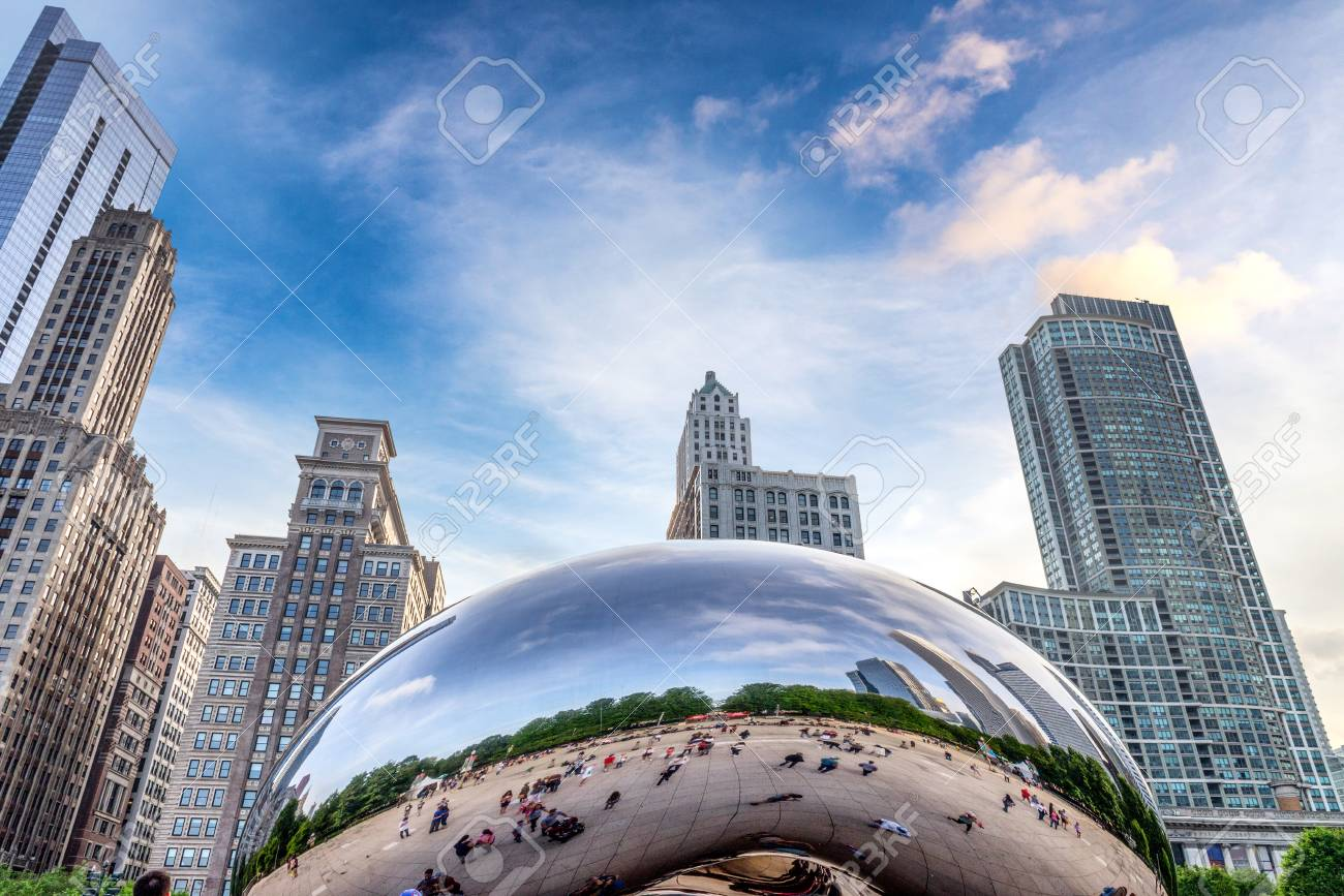 Attractions of downtown Chicago. - 104773544