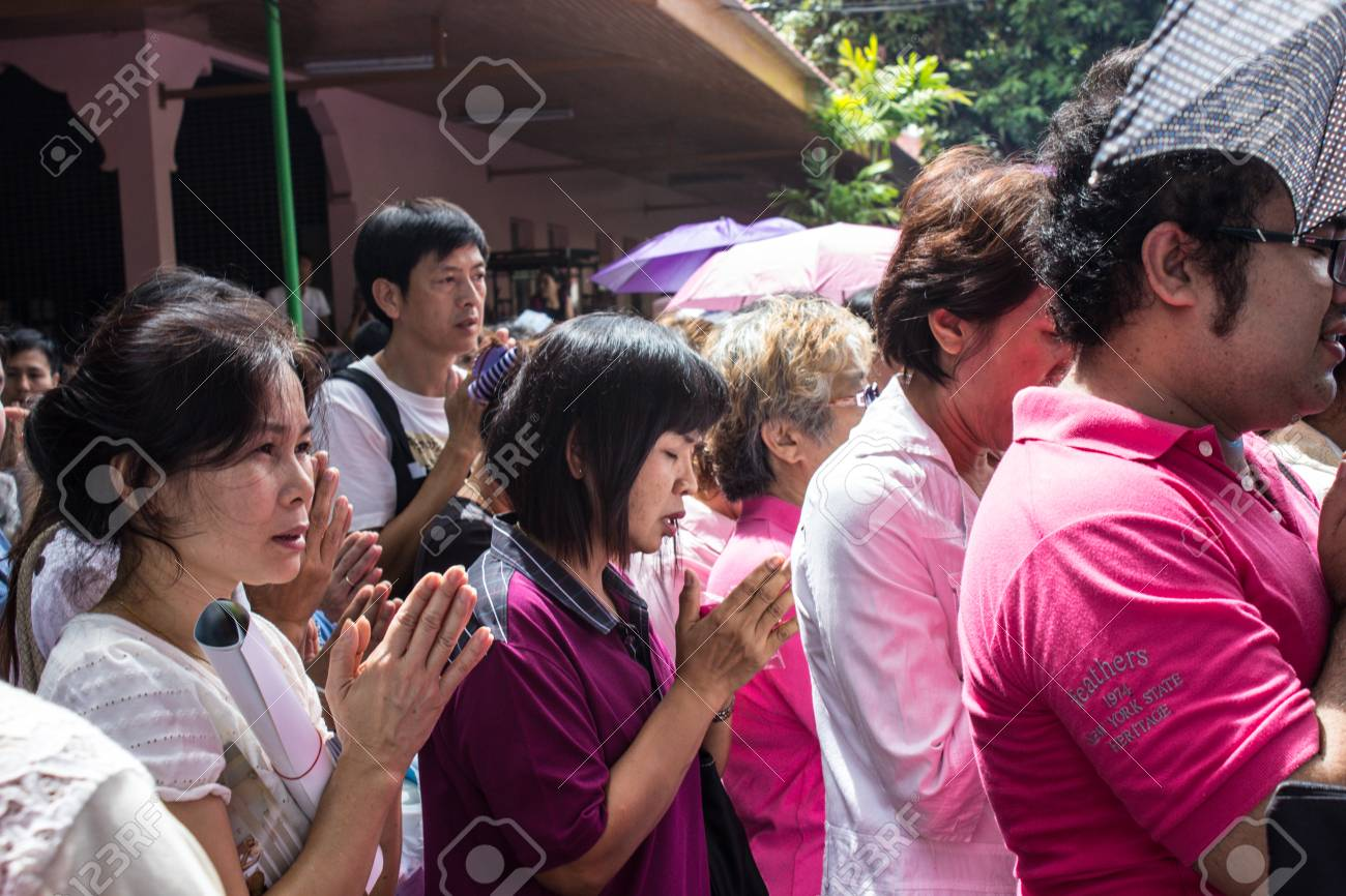 SINGBURI, THAILAND-AUGUST 15  Unidentified People come to the temple and attend  birthday on the anniversary of his father Charan at AmpawanTemple on August 15, 2013 AmpawanTemple Phrom Buri district  Sing Buri Province, Thailand  Stock Photo - 22460440