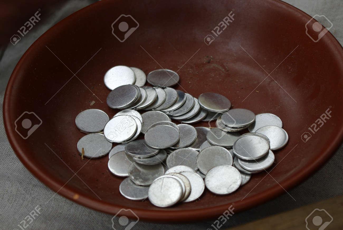 Rohlinge Für Souvenir Prägen Geld In Ton Cup Lizenzfreie Fotos