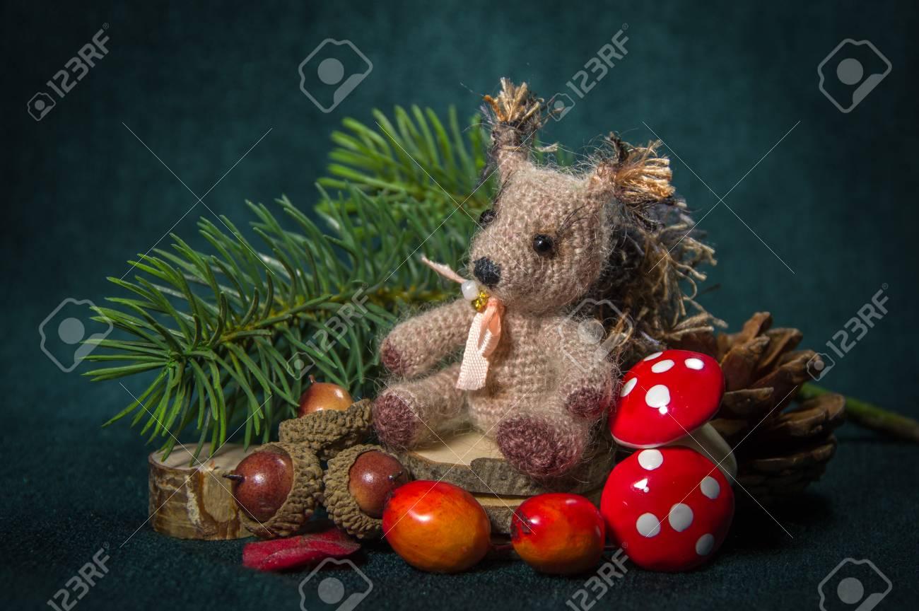 Weihnachten Zusammensetzung. Handmade - Knitting Eichhörnchen ...