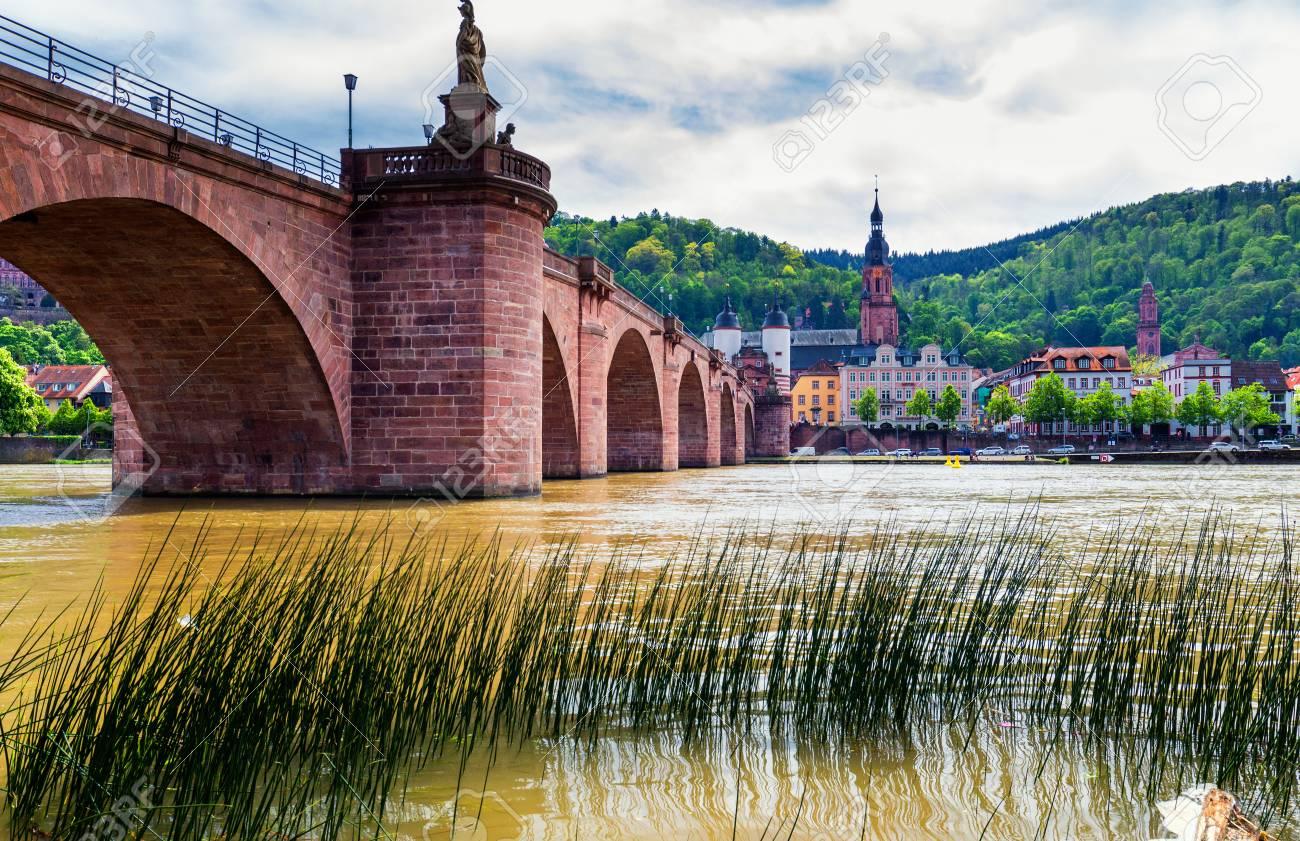 Panoramablick Auf Die Schone Mittelalterliche Stadt Heidelberg Einschliesslich Carl Theodor Alte Brucke Neckar Kirche Des Heiligen Geistes Deutschland Lizenzfreie Fotos Bilder Und Stock Fotografie Image 86254641