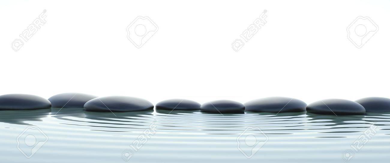 Zen Steine Im Wasser Auf Widescreen Mit Weissem Hintergrund
