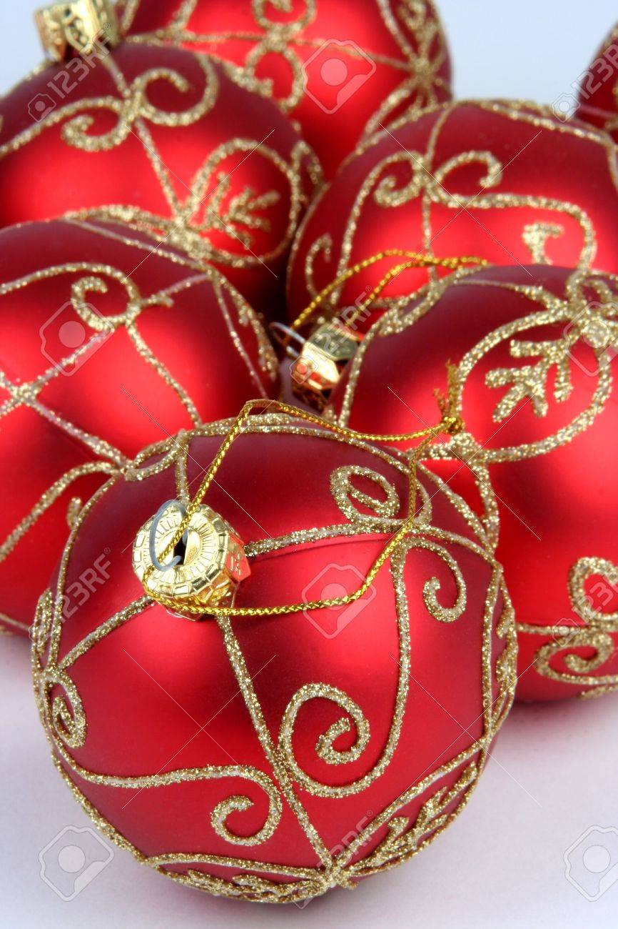 Gold and red ornaments - 32 Amazing Red And Gold Christmas D Cor Ideas Digsdigs