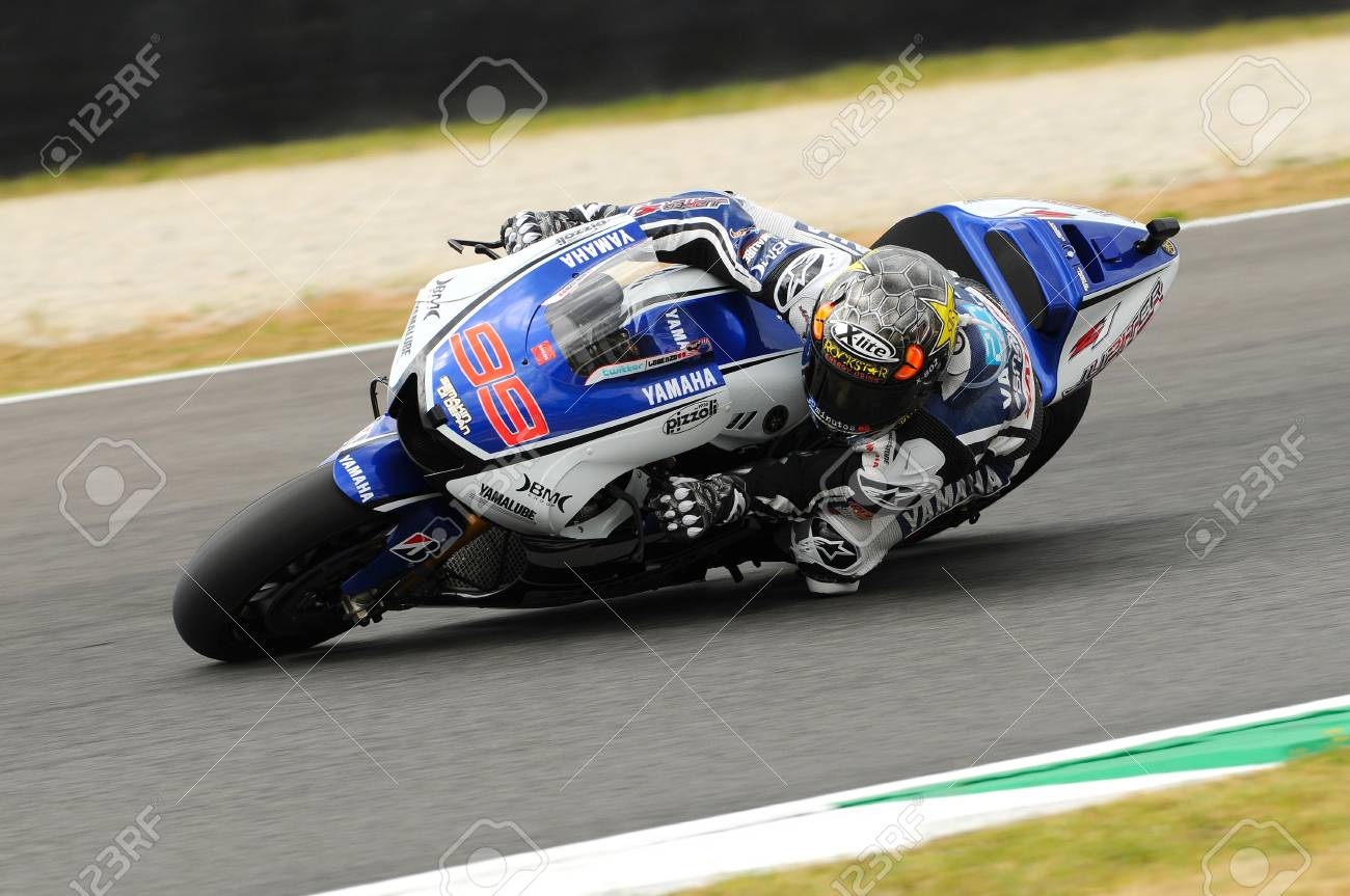 Circuit Italia Motogp : Mugello circuit july jorge lorenzo of yamaha team during