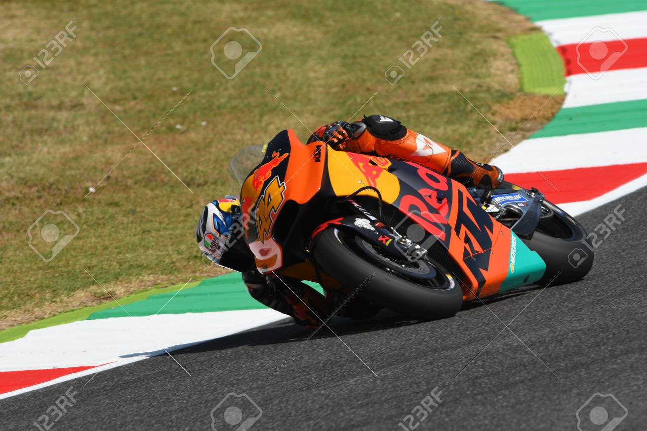 205b595767 Foto de archivo - Mugello - ITALY, JUNE 3: Spanish KTM MotoGP rider Pol  Espargarò at 2017 OAKLEY GP of Italy of MotoGP Mugello on JUNE 3, 2017.  Italy