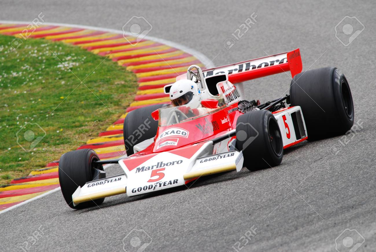 mugello circuit 1 april 2007: unknown run on classic f1 car 1976