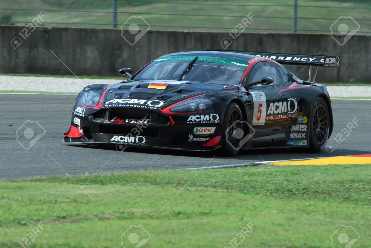 15 September 2006 5 Aston Martin Dbr9 Gt1 Des Phoenix Racing Teams Gefahren Von Del Traz Piccini Während Der Fia Gt Championship Runde Des Mugello Circuit In Italien Lizenzfreie Fotos